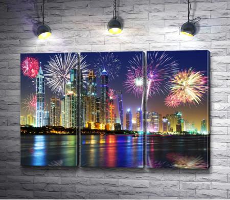 Фейерверк над городом Дубай, ОАЭ