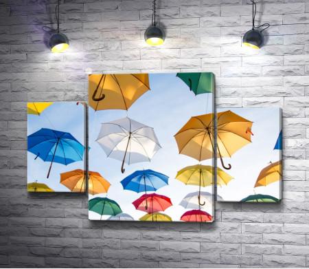 Разноцветные зонтики в небе