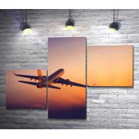 Самолет взлетает на восходе солнца
