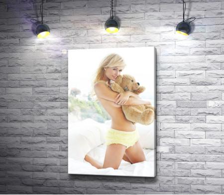 Пэрис Хилтон с медвежонком