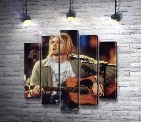 Курт Кобейн с гитарой