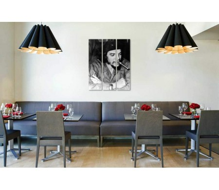 Че Гевара с сигарой. Черно-белое фото