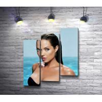 Соблазнительная Анджелина Джоли на фоне моря
