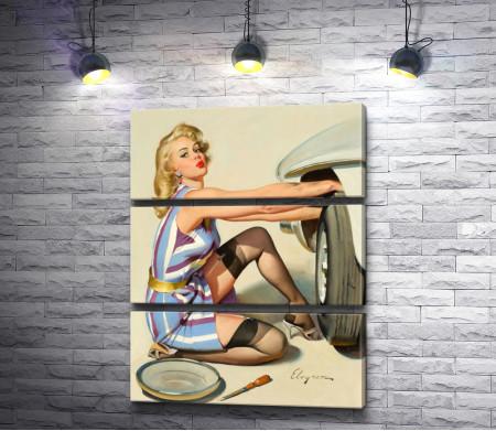 Девушка меняет колесо на автомобиле