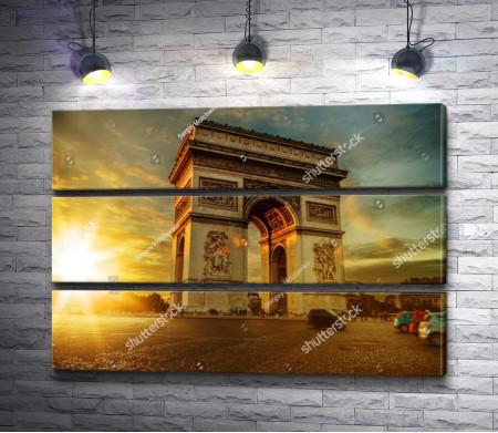 Триумфальная арка в лучах заката