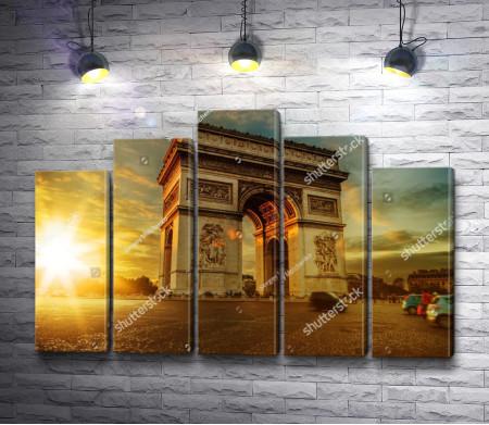 Триумфальная арка в лучах заката, Париж
