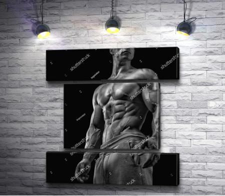 Накаченный мужчина, фото в черно-белой гамме