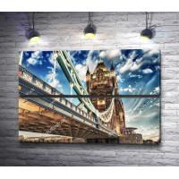 Знаменитый Тауэрский мост на закате с облаками, Лондон