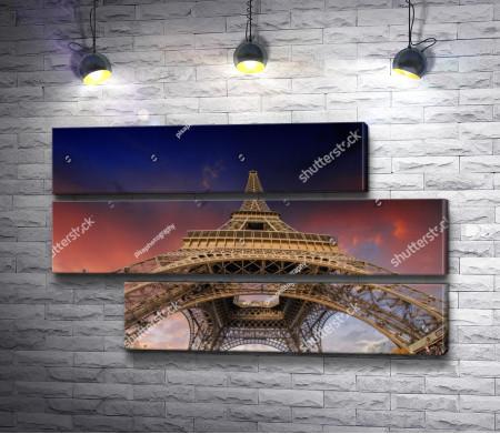 Эйфелевая башня. Вид снизу вверх, Париж
