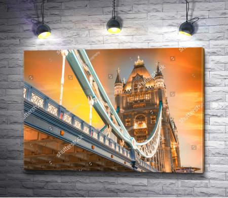 Тауэрский мост через Темзу в лучах заката, Лондон