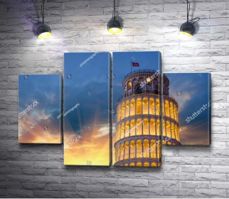 Пизанская башня в солнечных лучах,  Пиза, Италия