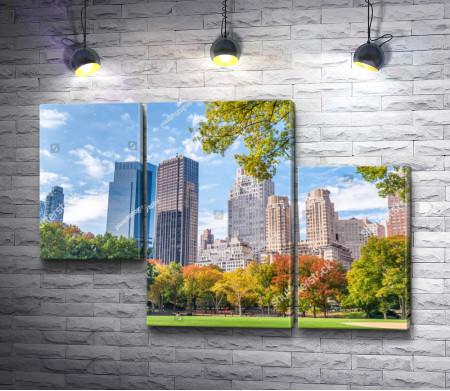 Осенний парк среди небоскребов Манхэттена, Нью-Йорк