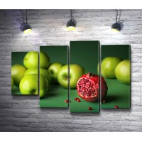 Рассыпанные яблоки и гранат