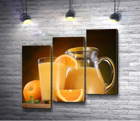 Свежевыжатый апельсиновый сок в графине