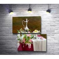 Изысканный натюрморт с нежным букетом, серебряным кувшином и бусами из жемчуга