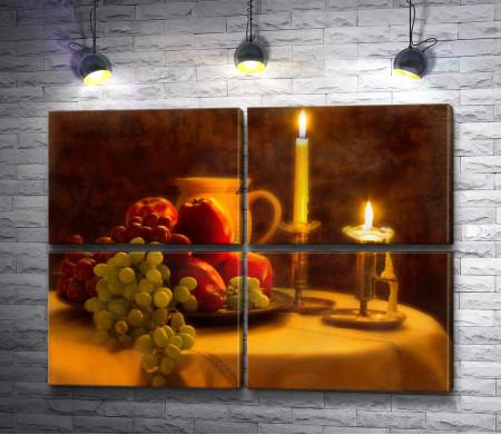 Поднос с яблоками и виноградом, кувшин и свечи