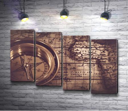 Старинная карта и компас