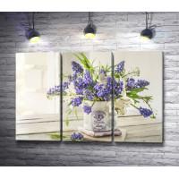 Букет из весенних цветов в красивой вазе