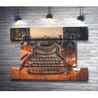 Старая печатная машинка и карманные часы