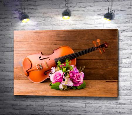 Скрипка и букет роз