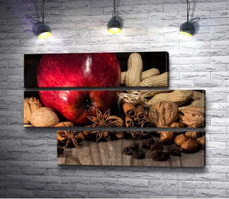 Яблоко с орехами, гвоздикой и стручками корицы