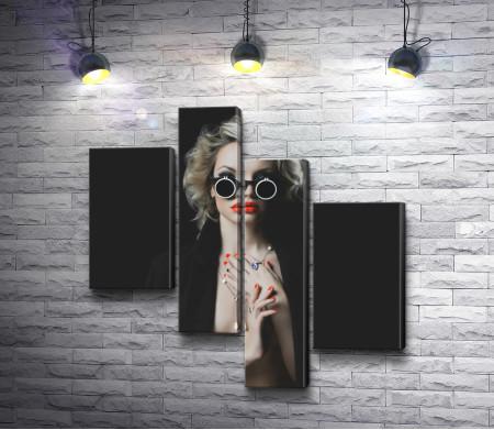 Девушка с ярким макияжем в черных очках