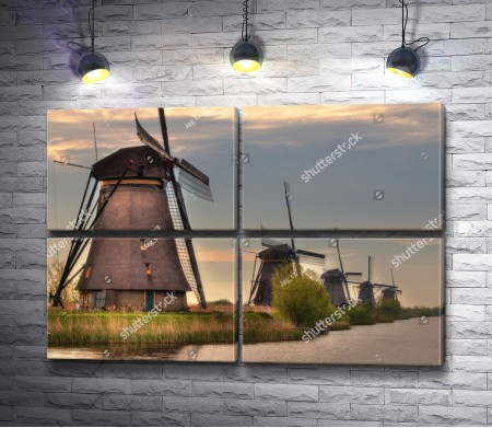 Мельницы на берегу водного канала