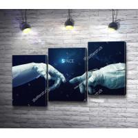 Руки астронавтов, касающиеся пальцами, в открытом Космосе