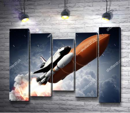 Взлет ракеты с космическим шаттлом