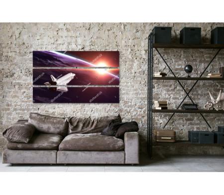 Космический шаттл, летящий по орбите Земли