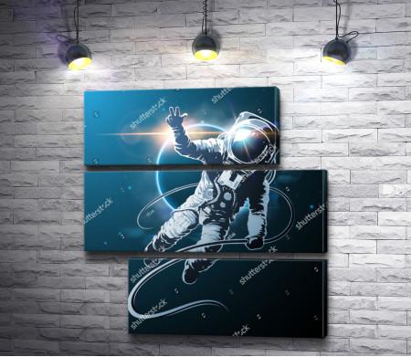 """Астронавт показывает жест """"Виктория"""""""