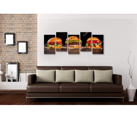 Три гамбургера на столе