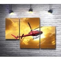 Красный вертолет в облаках на закате