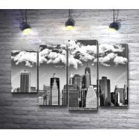 Облачное небо над Манхэттеном, Нью-Йорк, черно-белое фото