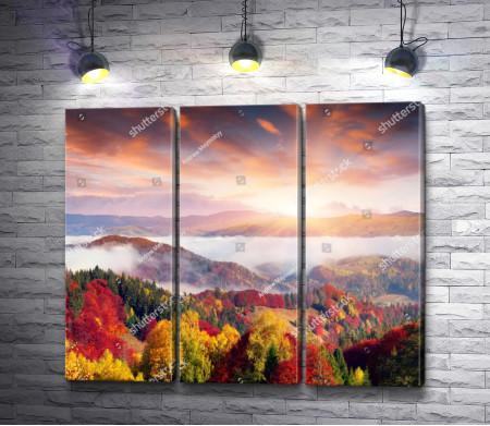Закат солнца в осенних горах