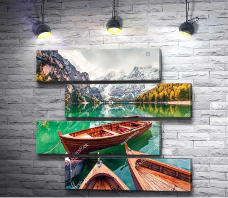 Лодки на зеркальном озере на фоне осенних гор