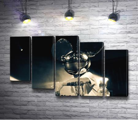 Диджей Deadmau5 в маске Микки Мауса