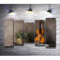 Скрипка и корзина с полевыми цветами