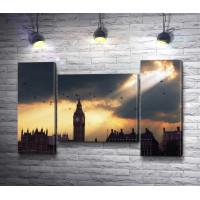 Лондонский Биг Бен во время заката в пасмурную погоду