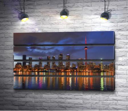 Ночной Торонто и вид на Си-Эн Тауэр