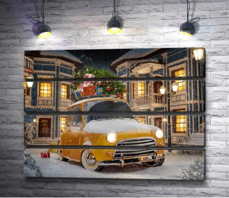 Желтый ретро-автомобиль в снегу