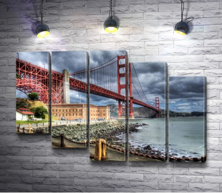 Пасмурное небо над мостом Золотые Ворота, Калифорния