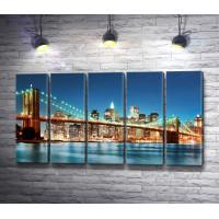 Бруклинский мост в вечерней подсветке, Нью Йорк