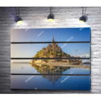 Фантастический вид на остров-крепость Мон-Сен-Мишель, Франция