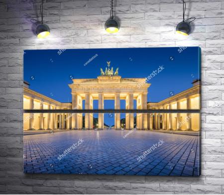 Бранденбургские ворота с вечерней подсветкой, Берлин