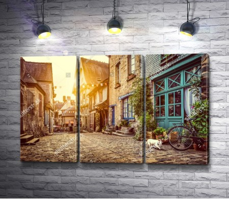Улочка старого города в Европе в лучах солнца, Нидерланды