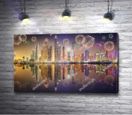 Праздничный фейерверк над ночным городом Дубай