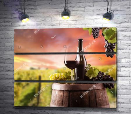 Бутылка и вино в бокале