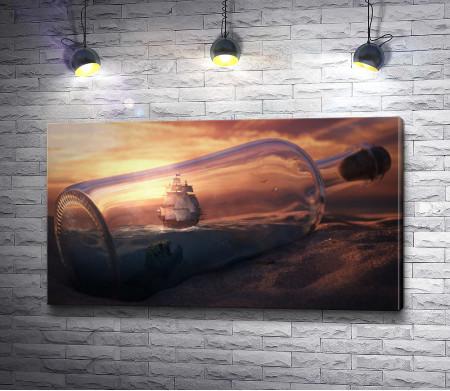 Корабль в бутылке с водой