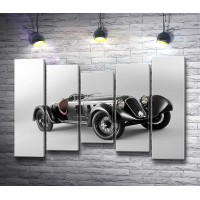 Ретро-автомобиль Alfa Romeo 6C, черно-белое фото